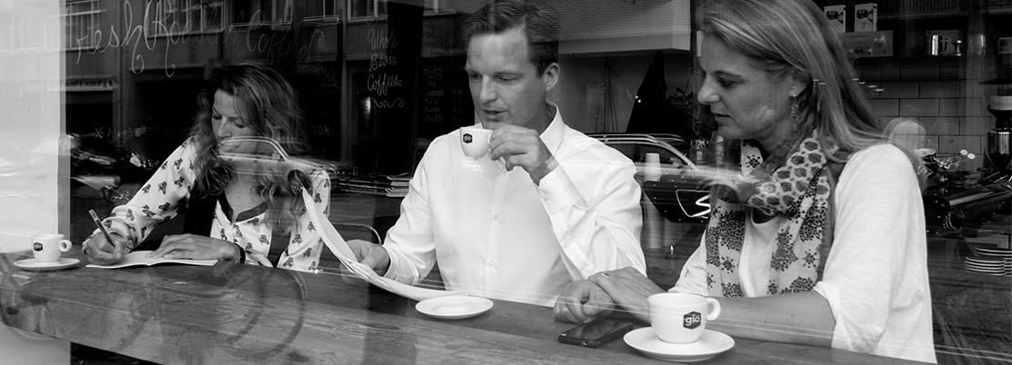 klanten-drinken-gio-coffee