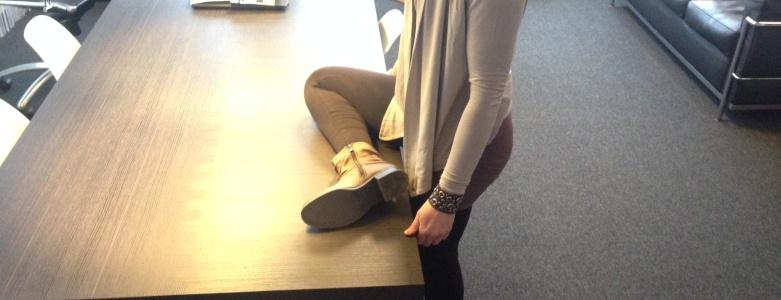 Stretchoefeningen voor in je koffiepauze bilspieren beenspieren rugspieren - Viteau Voel Je Goed
